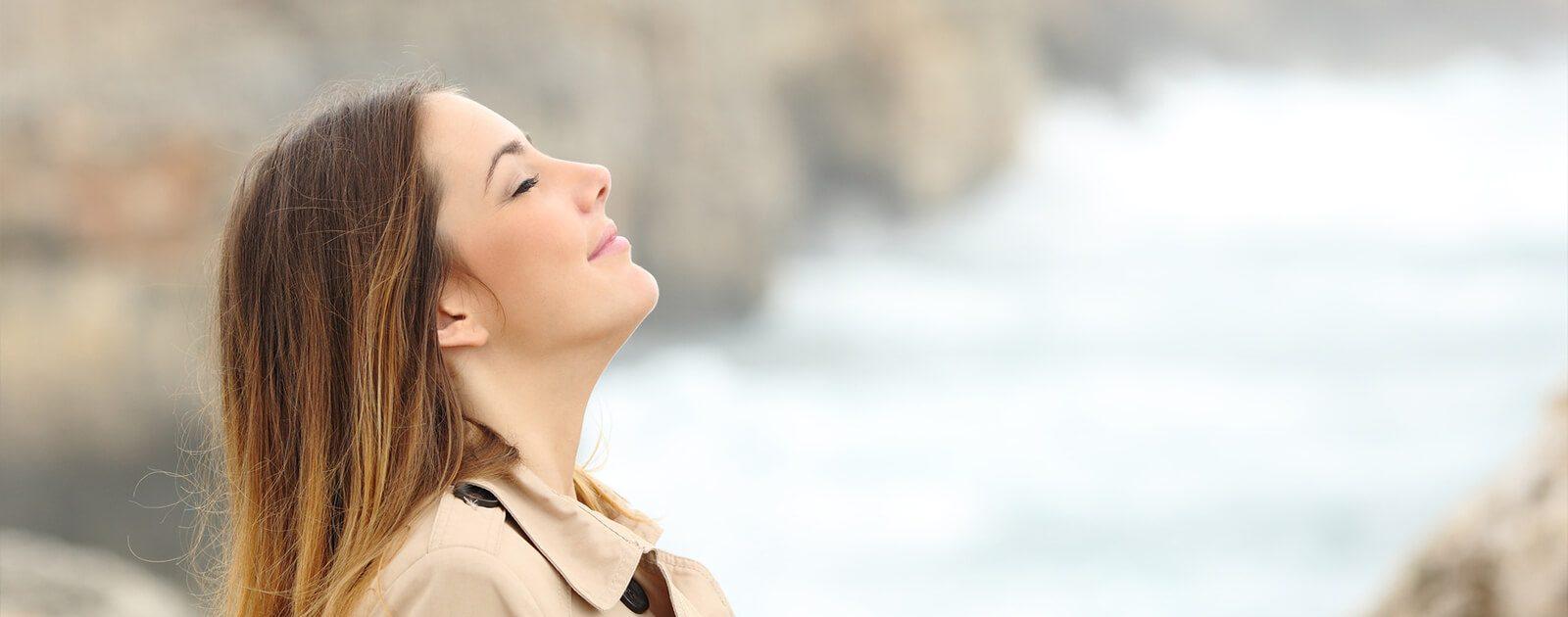 Beim Ein- und Ausatmen gelangen auch Krankheitserreger in den Körper.