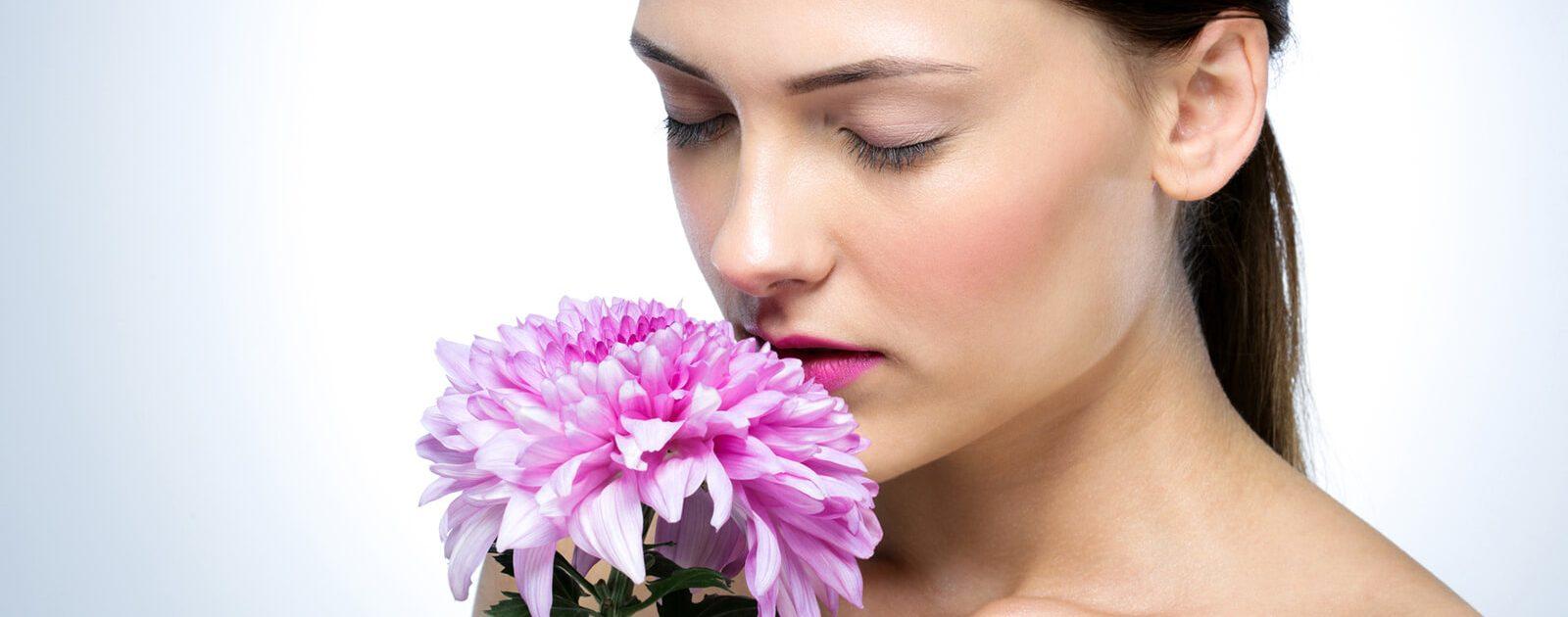 Bei Nasenkrankheiten kann der Blumenduft nicht mehr richtig wahrgenommen werden.