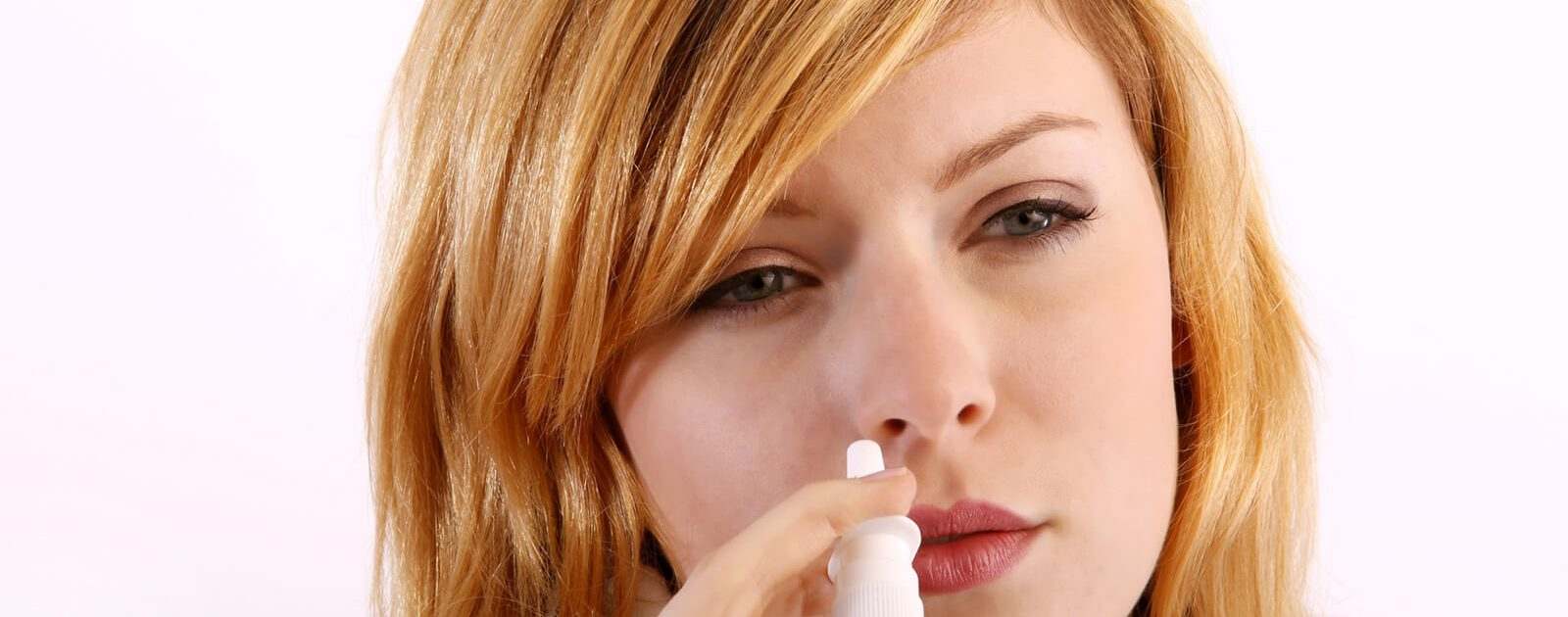Nasenspray mit Meerwasser pflegt die Nase.