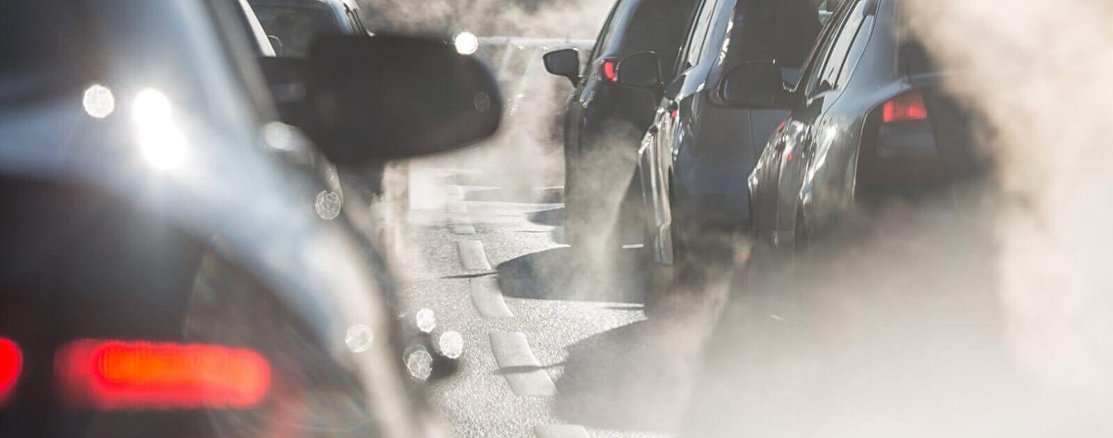 Feinstaub aus dem Auspuff von Autos belastet unsere Nasen und können Nasenbeschwerden hervorrufen